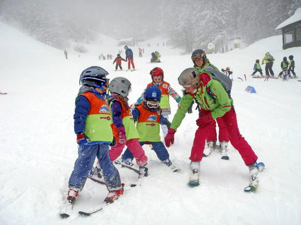 skiteam.gr-ski-academy-thessaloniki-6th-weekend-7&8-march-2015-3-5-pigadia-13